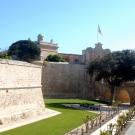 Potęzne mury miasta i Main Gate, Mdina.