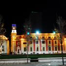 Wieczorny Plac Skanderbega, Tirana.